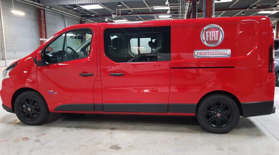 véhicule FIAT rouge
